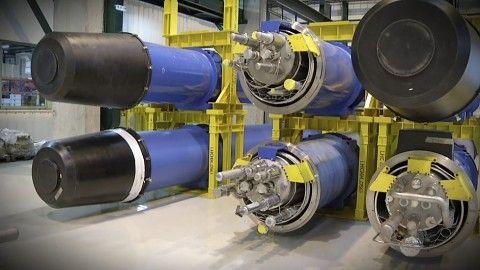 Der LHC ist derzeit der leistungsfähigste Teilchenbeschleuniger der Welt. Momentan steht die 2008 eröffnete Anlage unter dem schweizerisch-französischen Grenzgebiet nahe Genf still. Sie wird gewartet und aufgerüstet, um Teilchen mit der vollen Energie kollidieren zu lassen. Der LHC ist ausgelegt für Kollisionen mit einer Energie von 14 TeV.