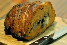 Recept på köttfärslimpa. Enkelt och gott. Köttfärslimpa är en klassisk svensk rätt baserad på köttfärs, ägg, mjölk & grädde, lök och ströbröd. Namnet kommer efter maträttens utseende, då den är formad som en brödlimpa. Överraska med att skapa en fylld köttfärslimpa eller använda dig av viltfärs!