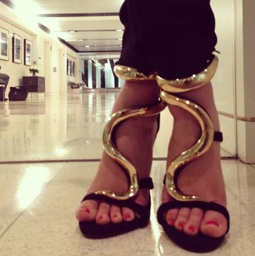 Giuseppe Zanotti: Killers Heels, Wall Photo, Fashion Shoes, Vanities Fair, Giuseppe Zanotti, Black Shoes, Girls Fashion, Girls Shoes, Gold Shoes