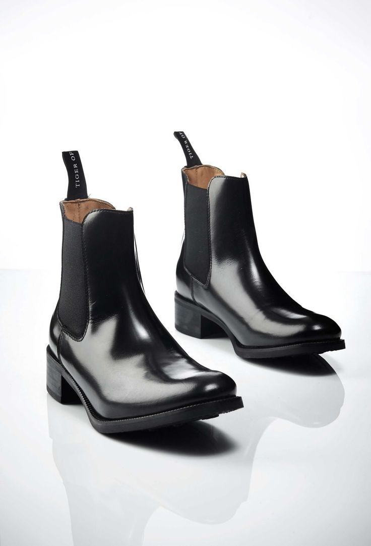 Riley boots, Tiger Of Sweden Women's black Chelsea boot in smooth calf leather. Pull-on boots. Full leather interior. Made in Italy