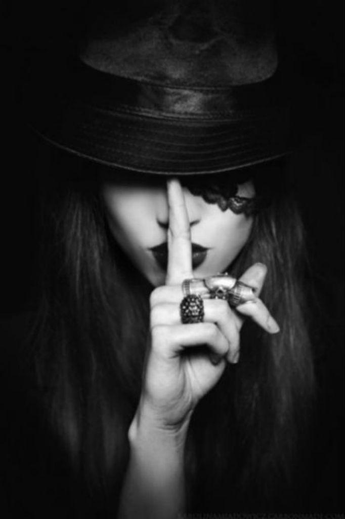 Shhhhh !!! -repinned by San Francisco studio photographer http://LinneaLenkus.com  #photography