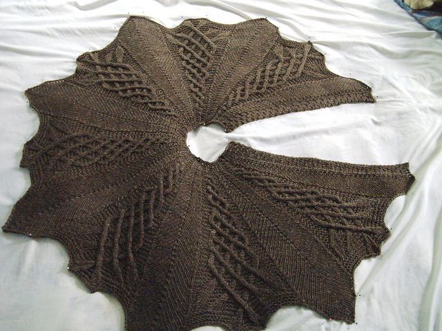 Kathy Kelly Cabled Capelet for worsted weight yarn from prayershawlministries.blogspot.com ... free pattern with direct download from blog ...