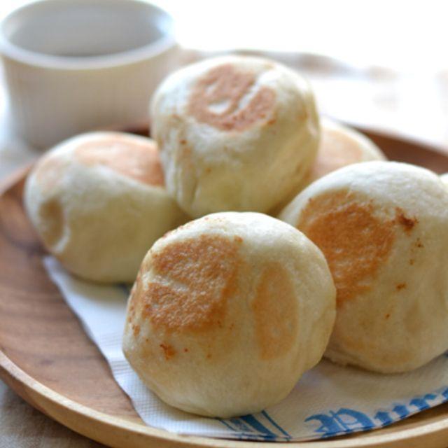 食べ切り量&速攻!フライパンで作る・もちもち塩パン。と簡単チョコソース。