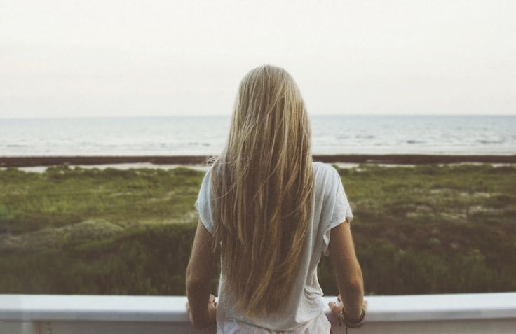 How To Lighten Your Hair Without Bleach, Because Anything Is Possible With A Little Sun & Lemon Juice