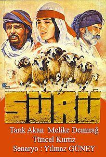 Sürüfilmi - Sürü (film) - VikipediSürü, yönetmen Zeki Ökten tarafından 1978'de çekilmiş bir filmdir. Filmin senaryosu, o yıllar cezaevinde bulunan Yılmaz Güney tarafından yazılmıştır.