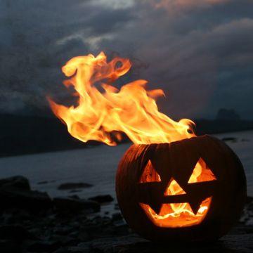 jack o lantern camp fire. so cool!