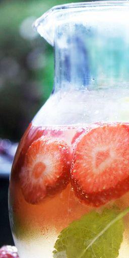 Roze fruitbowl #zomer #buiteneten