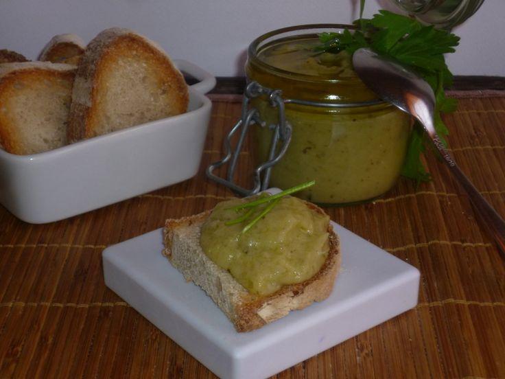 il caviale di melanzane, è una crema molto delicata a base di melanzane, ottima con dei crostini di pane o accompagnata con verdure fresche a pinzimonio