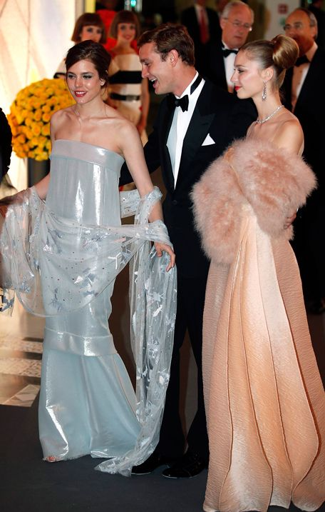 http://www.stylezza.com/rose-ball-monaco-2014-princess-charlene-the-icon-of-the-event-in-an-akris-dress-2043