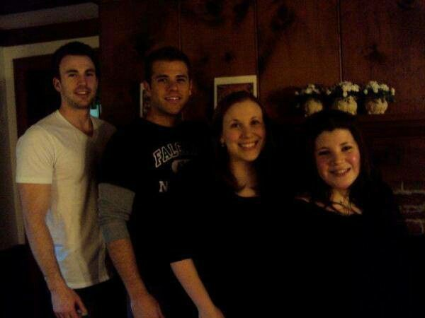 (Right to left) Chris Evans Scott Evans Carly Evans Shanna Evans - Chris and his 3 siblings
