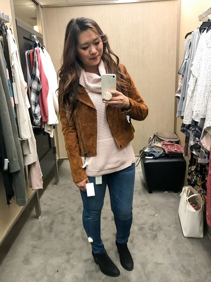 Looking for the best women's clothing, shoes and bags selection from the Nordstrom Sale? Fashion blogger SandyALaMode has got you covered! Click here!