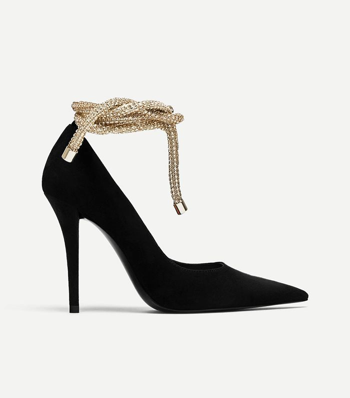 48d1758f383 Shop the 2018 Zara items fashion girls are bound to flock to. Our  suggestion  Grab them before it s too late.