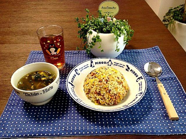 パラパラ炒飯だよ〜ん! (^_-) - 30件のもぐもぐ - 焼き豚タップリ炒飯、きくらげの中華スープ、黒烏龍茶 by pentarou