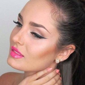 Chloe Morello is queen of the wing. Learn how she does it #applyeyeliner #eyeliner #howto #likeapro