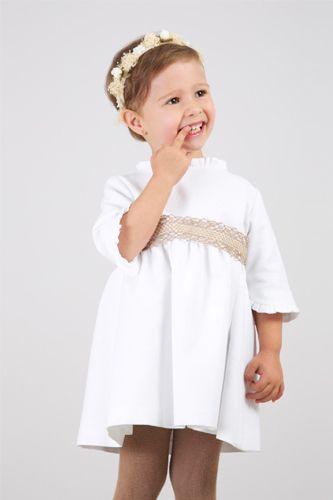 Vestido para niñas de arras de Qué mono! #flowergirl #pajes #tendenciasdebodas