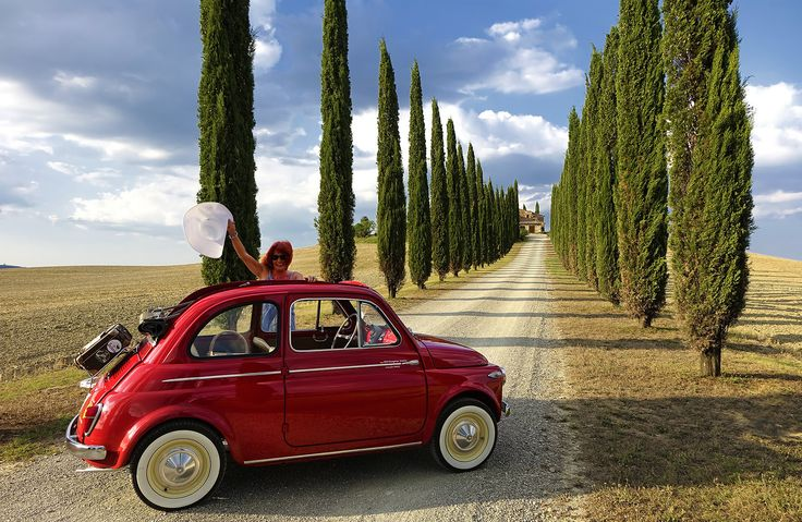 With Oldtimer Fiat 500 in Tuscany