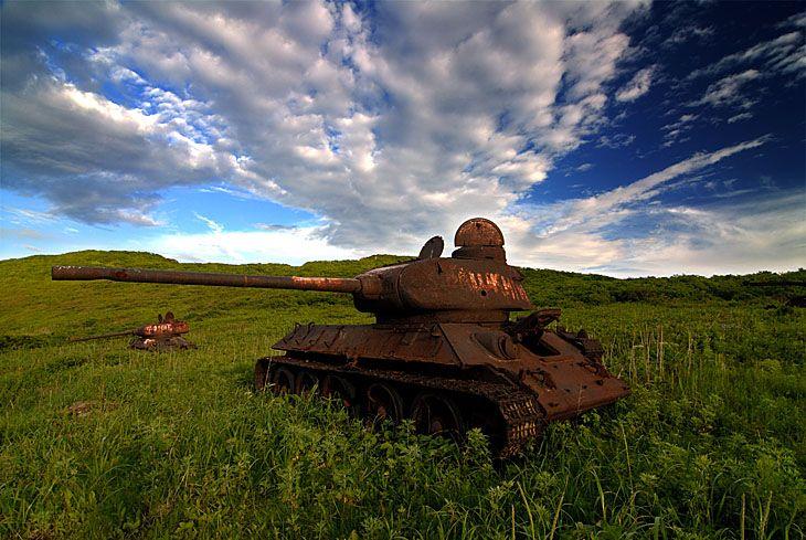 朽ちた戦車。哀愁ただよう画像