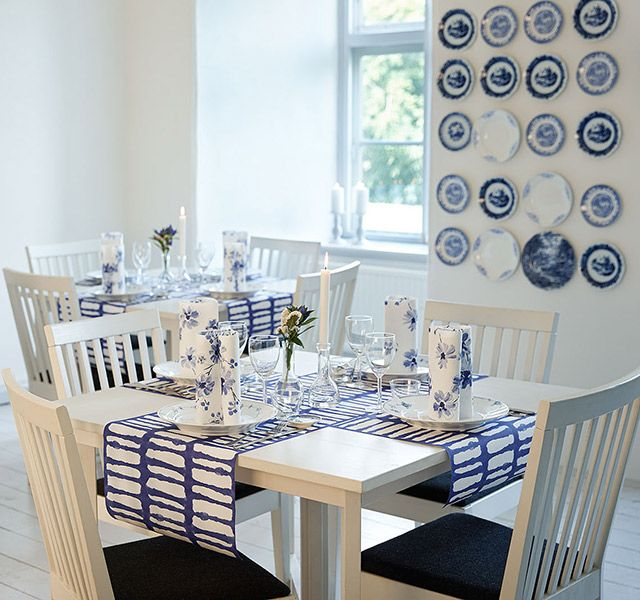 Timeless table setting in blue and white colors