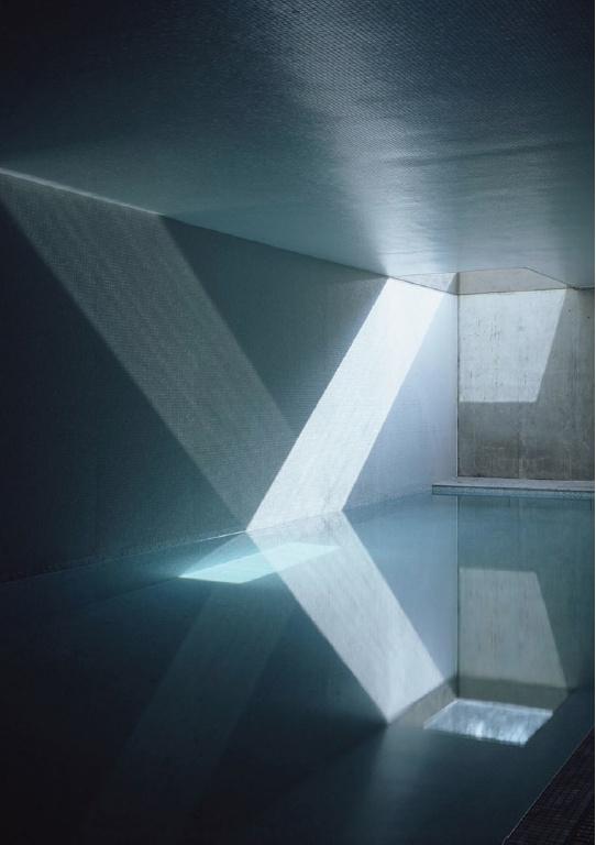 jonathan woolf   BRICK LEAF HOUSE Miroir d'eau ou reflet de lumière dans l'eau ?