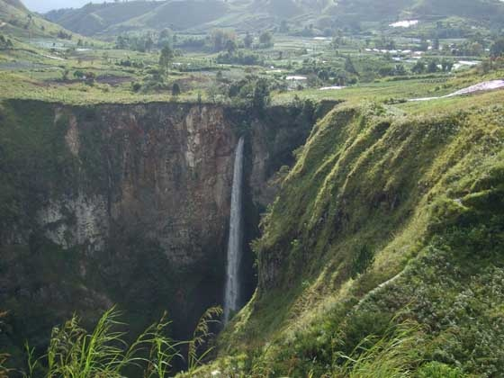 Sipisopiso waterfall, near Berastagi.