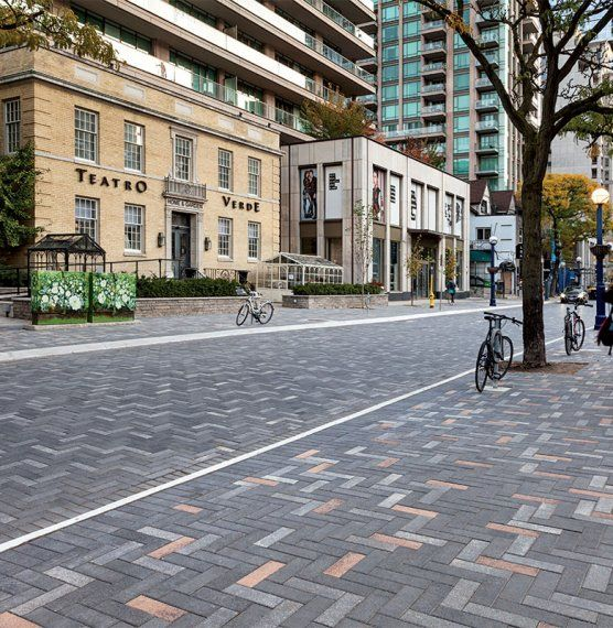 http://commercial.unilock.com/projects/streetscapes/yorkville-avenue/