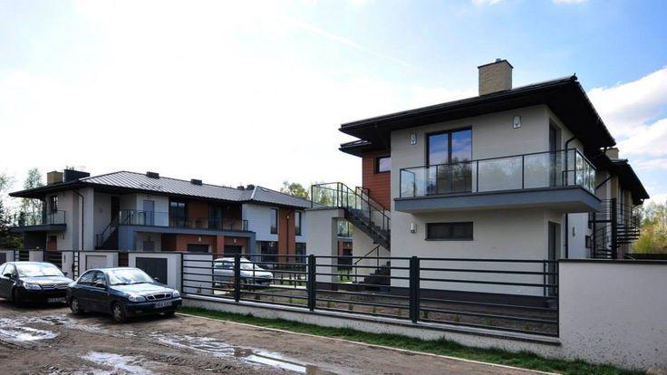 """1st stage of Kakolowa Aleja Housing Estate in Aleksandrow Lodzki near Lodz / Projekt wykonawczy zespołu budynków mieszkalnych jednorodzinnych w zabudowie szeregowej. Pierwszy etap osiedla """"Kąkolowa Aleja"""" dotyczył dwóch budynków mieszkalnych po sześć apartamentów w każdym. Realizacja w 2013 roku."""