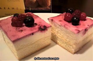 DIN SERTARUL CU REȚETE: Prăjitură cu fructe de pădure