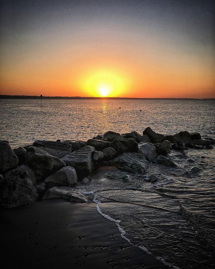 This morning sunrise #sunrise #seaside #ocean #waves #water #horizon #vacation #holiday #summer #mudeford #peaceful #earlymorning #iphone6s #beaniedee