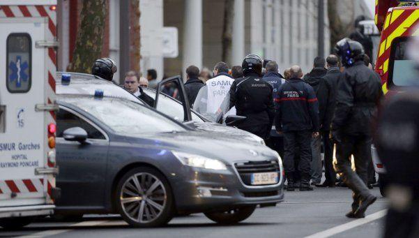 Francia en alerta: fusilaron a una policía en plena calle