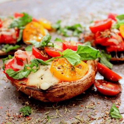 Craving pizza? How about making your own on a grilled portobello mushroom? #portobello #healthydinner #pizza