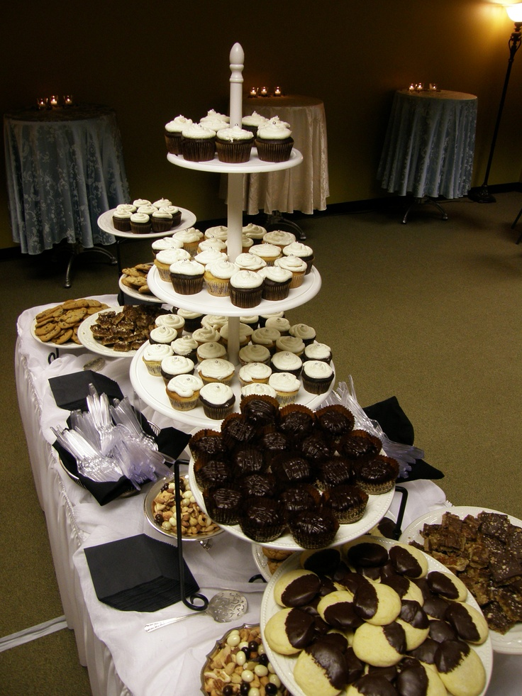 dessert buffet graduation party graduation ideas pinterest dessert buffet graduation. Black Bedroom Furniture Sets. Home Design Ideas