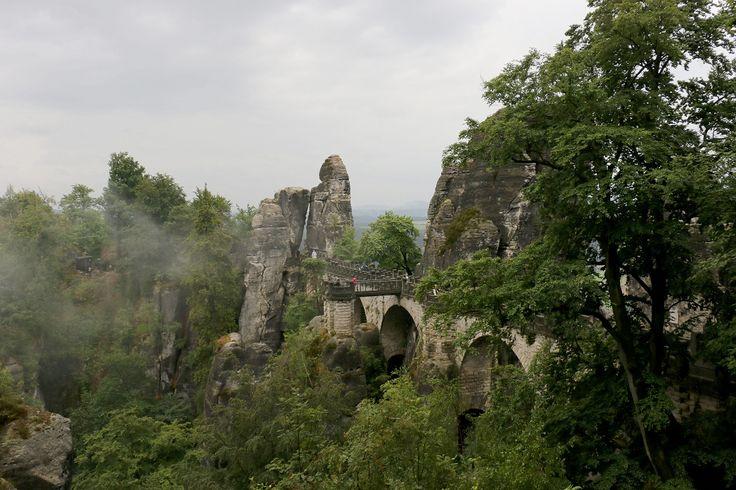 #Бастейский мост (#Basteibrücke) в #Саксонии - чудо инженерной мысли первой половины XIX века.