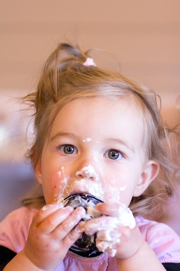 La deliciosa salsa  Sour Cream Zafrán es tan rica que hasta a los niños les encanta!    - Elizabeth discovers sour cream