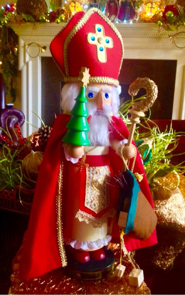 How to make a nutcracker christmas decoration - Find This Pin And More On Nuts And Crackers Doesnt Make Nutcrackers By Geeconcepcion1