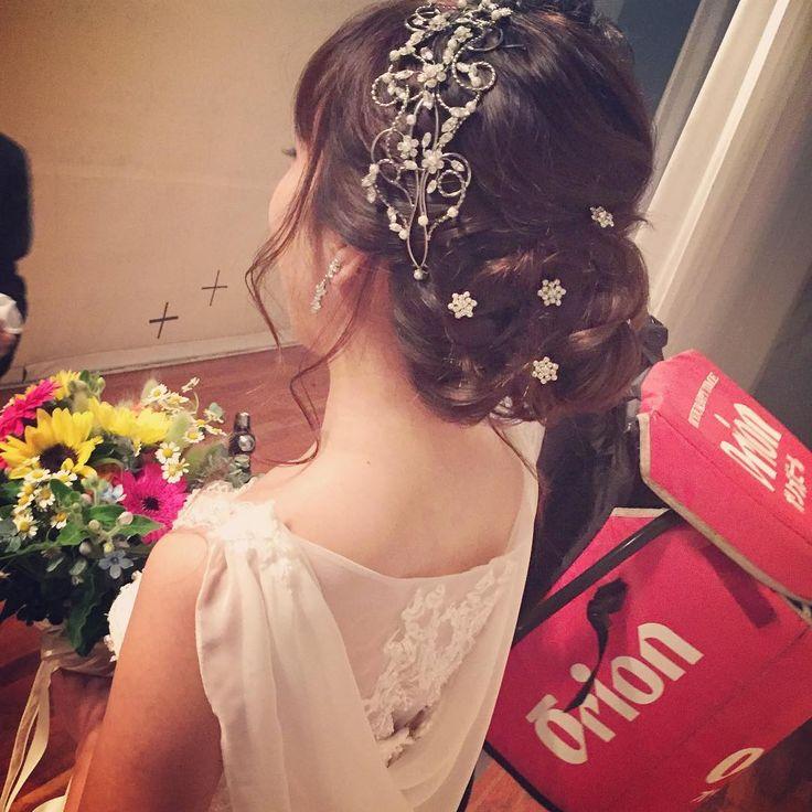 後ろのドレープが素敵なドレスでした。 ロングヘアを下目にまとめたシニヨンヘアに バレッタとビジューピンが バックスタイルを際立たせます✨ * まるでビーナスのようだ… と花嫁をみて新郎が言うくらい(#^.^#)♡ * * #沖縄#沖縄ヘアメイク#花嫁ヘアメイク#プレ花嫁#下目シニヨン#ウェディングドレス#ジルスチュアート#ビックブライダル#ヌプシャルベル#ブライダルヘアメイク#ヘアアレンジ#ヘアメイク#bridal#bridalhair #bridalmakeup #bridalwear #bridaldress #wedding#weddingdress #weddinghair  10キロのビールサーバーを背負って 再入場�� お疲れ様でした�� * みすずさん♡ゆうやさん、 おめでとうございます!! お二人の馴れ初め聞いてワクワクしましたw これからも仲良し似た者夫婦でいて下さいね〜(^^)♡ http://gelinshop.com/ipost/1514859202749095751/?code=BUF3Gs4l19H