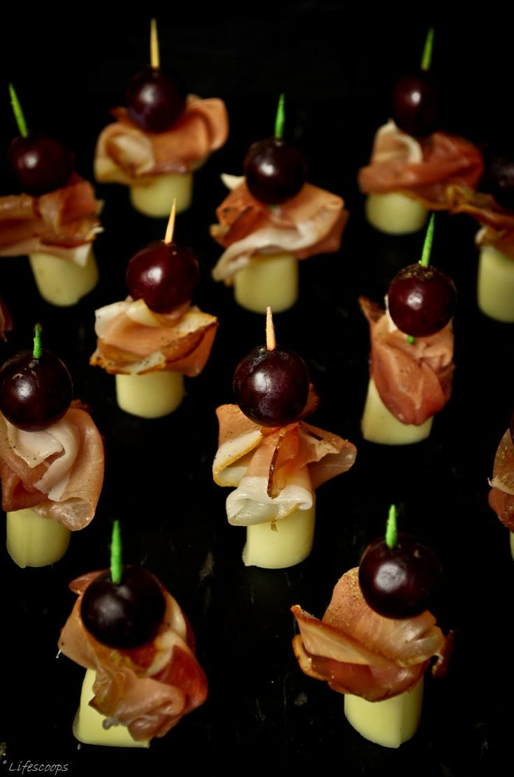 Prosciutto, Cheese and Grapes Skewers - No cook appetizer , how easy is that?