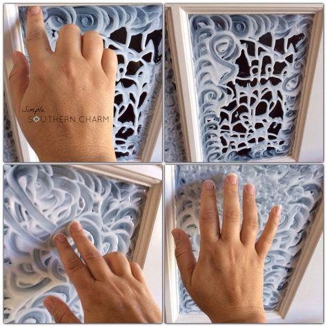Se você quer deixar sua janela fosca é  só  passar cola que, quando secar, irá ficar com o aspecto de que o vidro tem textura ou algo parecido.   I had no idea this was even possible--DIY stained glass! You have to see this! @Simple Southern Charm