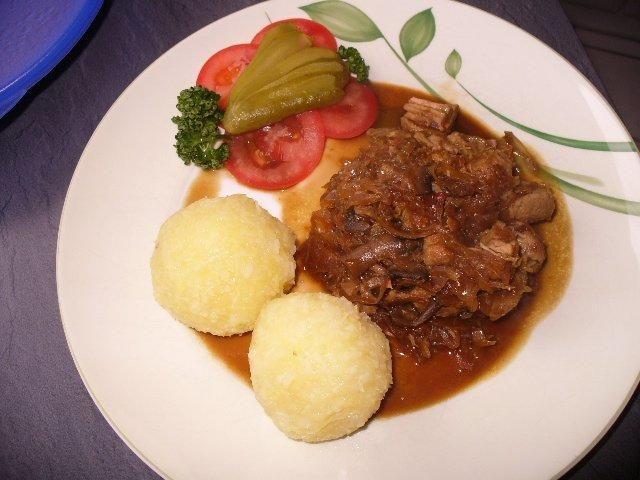 Das perfekte Szegediner Gulasch àla Dietz-Rezept mit Bild und einfacher Schritt-für-Schritt-Anleitung: Gulaschfleisch portionsweise scharf anbraten und…