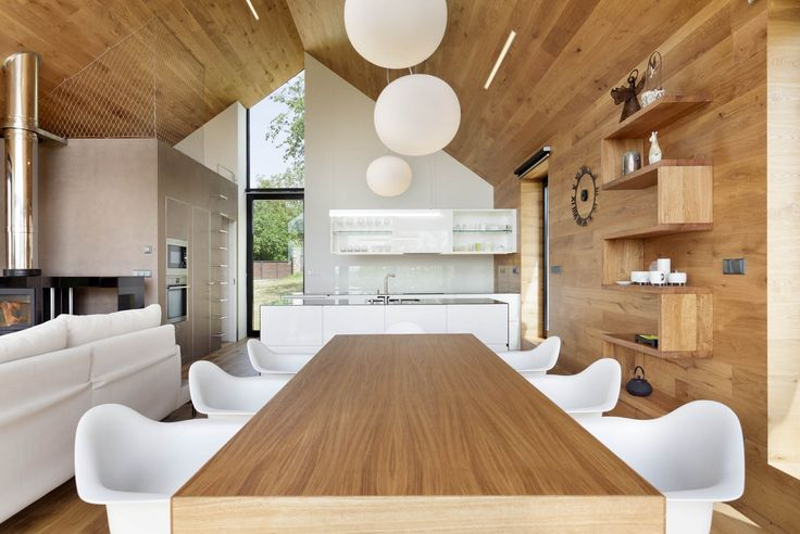 Jedáleň s veľkým stolom