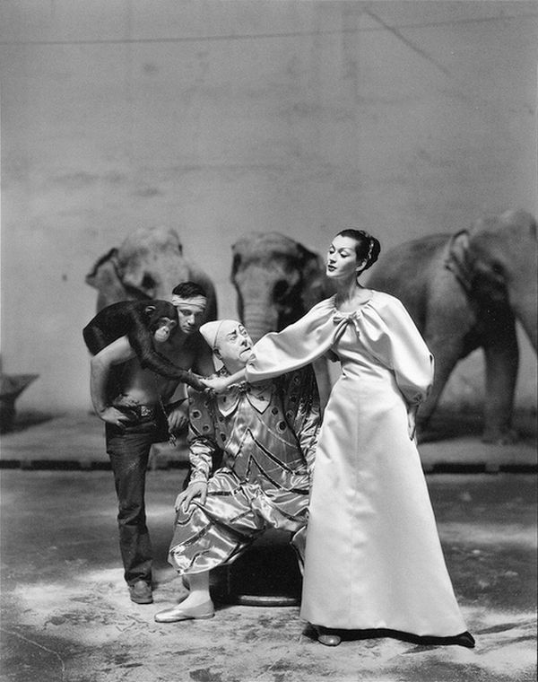 Dovima at Le Cirque d'hiver, Paris, with clown and animals, a 1955 photo by Richard Avedon. She wears an evening gown by Hubert de Givenchy.
