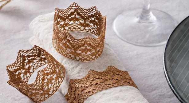 Idée déco : Ronds de serviettes en dentelle / Lace napkin ring                                                                                                                                                                                 Plus