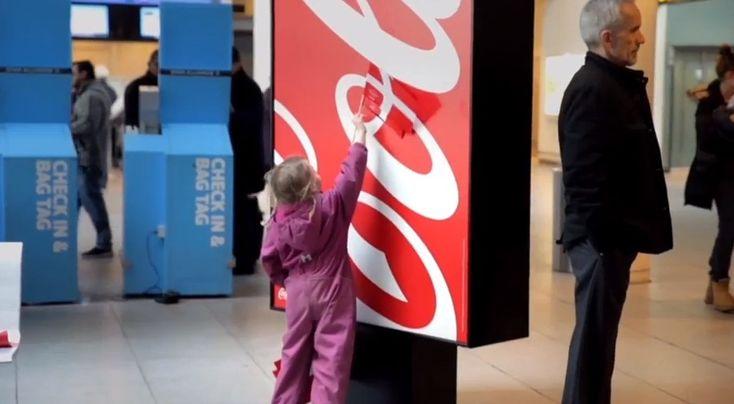 コカ・コーラのロゴに隠された「世界で最も幸せな国」。そのプロモーション戦略に感服