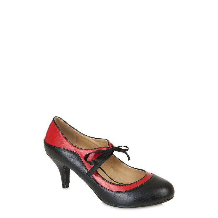 Černo-červené retro boty Collectif Jeanie Krásné boty, které si Vás získají po prvním obutí. Vzít si je můžete k šatům, sukni a kalhotám, na parádu i běžné nošení. Pohodlné, stylové v černo - červené kombinaci se saténovou stužkou na uvázání. Výška podpatku cca 7 cm, materiál koženka.