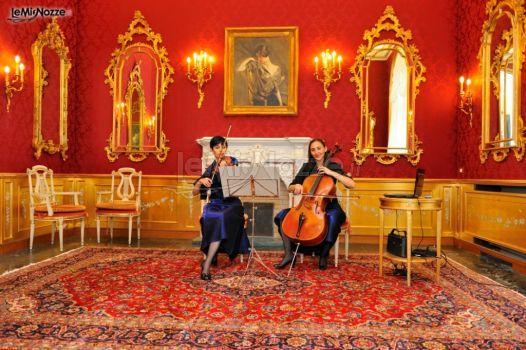 http://www.lemienozze.it/operatori-matrimonio/musica_e_intrattenimento/lista-nozze-musicale/media/foto/11 Violino e violoncello per un intrattenimento musicale esclusivo: scegli la musica del tuo matrimonio con stile ed eleganza!