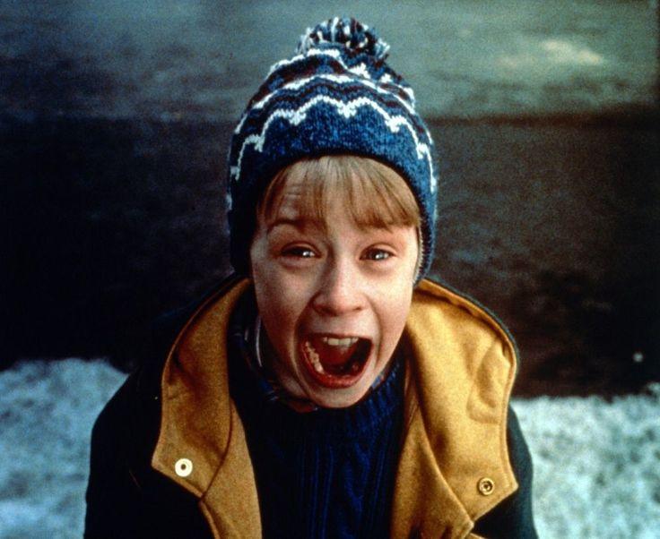 Alone (titulada Solo en casa en España y Mi pobre angelito en Hispanoamérica) es una película infantil estadounidense de 1990, dirigida por Chris C...