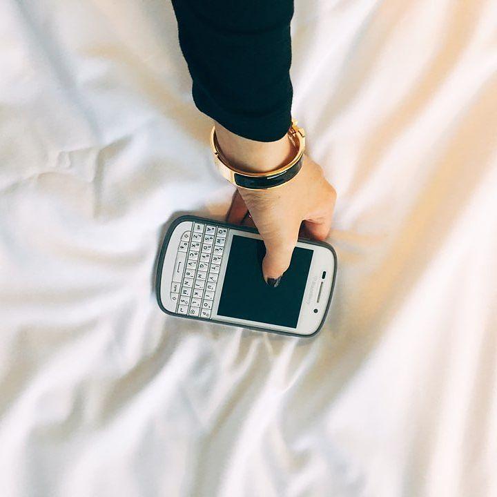 #inst10 #ReGram @4eunjung: 인스타입문했구 드럽게어렵구느리구 속도모르구원래모르구  #블랙베리 #큐텐 #멍청이 #똥폰 #문명고자 #아몰랑 #기계치 #blackberry #q10 #BlackBerryClubs #BlackBerryPhotos #BBer #BlackBerryQ10 #Q10 #QWERTY #Keyboard #BlackBerryGirls #Lady