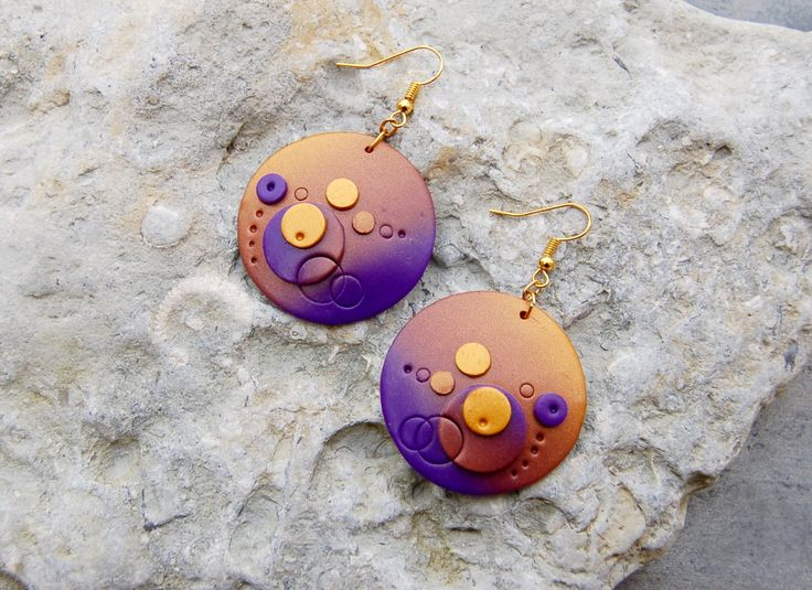Polymer clay statement earrings, gold disc earrings with purple ombre effect, ombre earrings, fimo earrings, polymerclay, huge disc earrings by BeadItUpJewels on Etsy