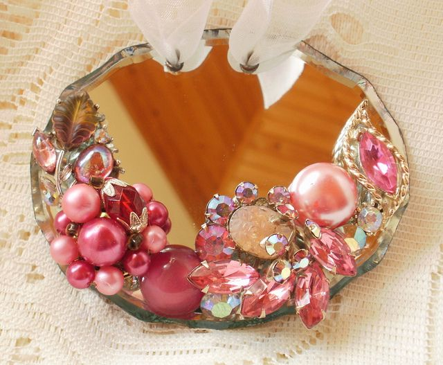 mirrored ornament with vintage jewellery pieces glued on: Mirror Ornaments, Jewellery Pieces, Christmas Crafts, Pink Christmas, Vintage Jewellery, Bling Crafts, Christmas Ornaments Crafts, Jewelry Pieces, Vintage Jewelry