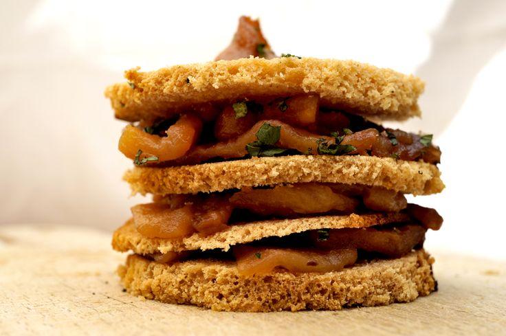 miel feuilles de pain d'épices aux pommes caramélisées. pas fait long feu celui là