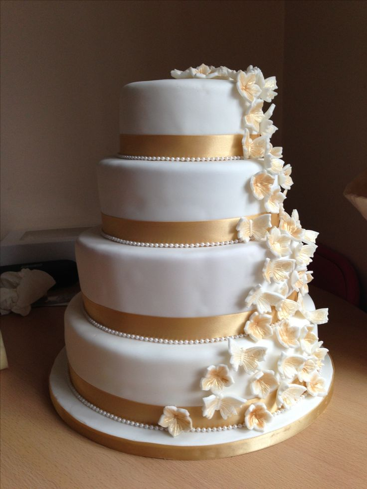 white and gold wedding cake ideas white and gold wedding cake with cascading flowers and 27205